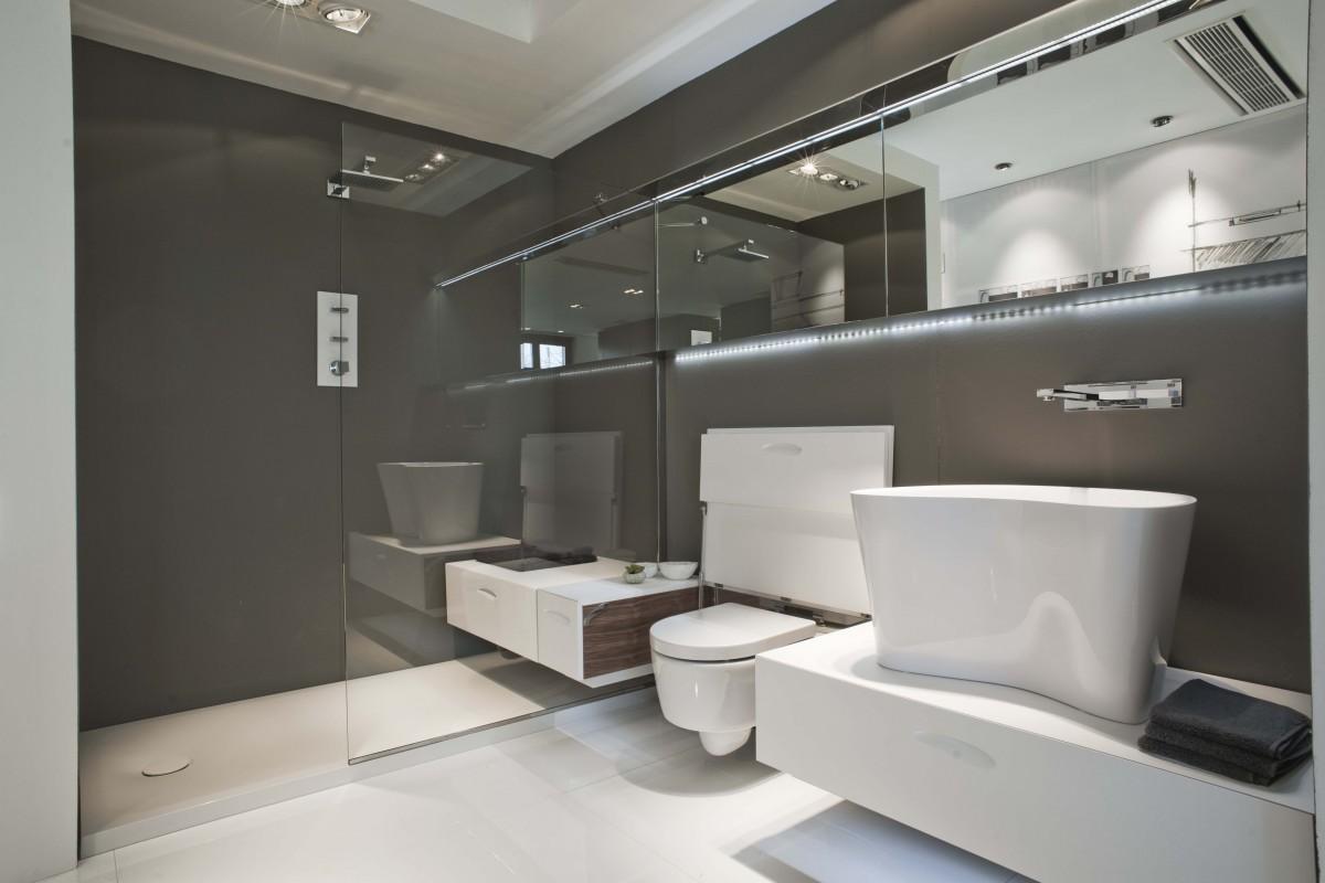 Cabinas De Ducha Kos: con cabina de ducha integrada y almacenaje escamoteable de Falper