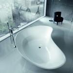 Baño moderno con bañera exenta  Falper y suelos en piedra natural