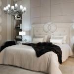 Dormitorio clásico con cama y mesillas Fendi Casa