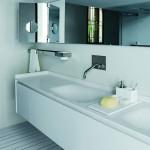Lavabos y muebles bajo lavabo de la serie Evo de Benedini Associati, Agape
