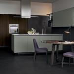 Cocina abierta al salón con mobiliario de Poliform