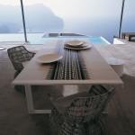 Ambiente de exterior con muebles de B&B Italia