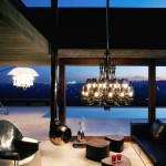 Ambiente iluminado con lustres de Baccarat