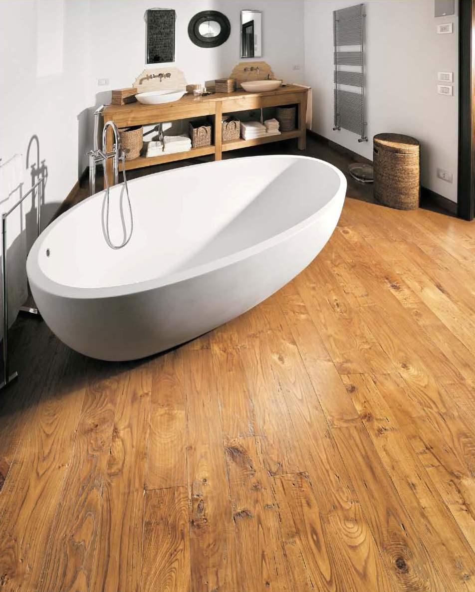 Baños Acabados Rusticos: con pavimento en madera de Castaño Rústico con acabado artesanal