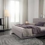 Dormitorio con cama doble de Poliform