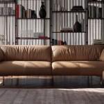 Elegante sofá moderno modelo John-John en piel natural