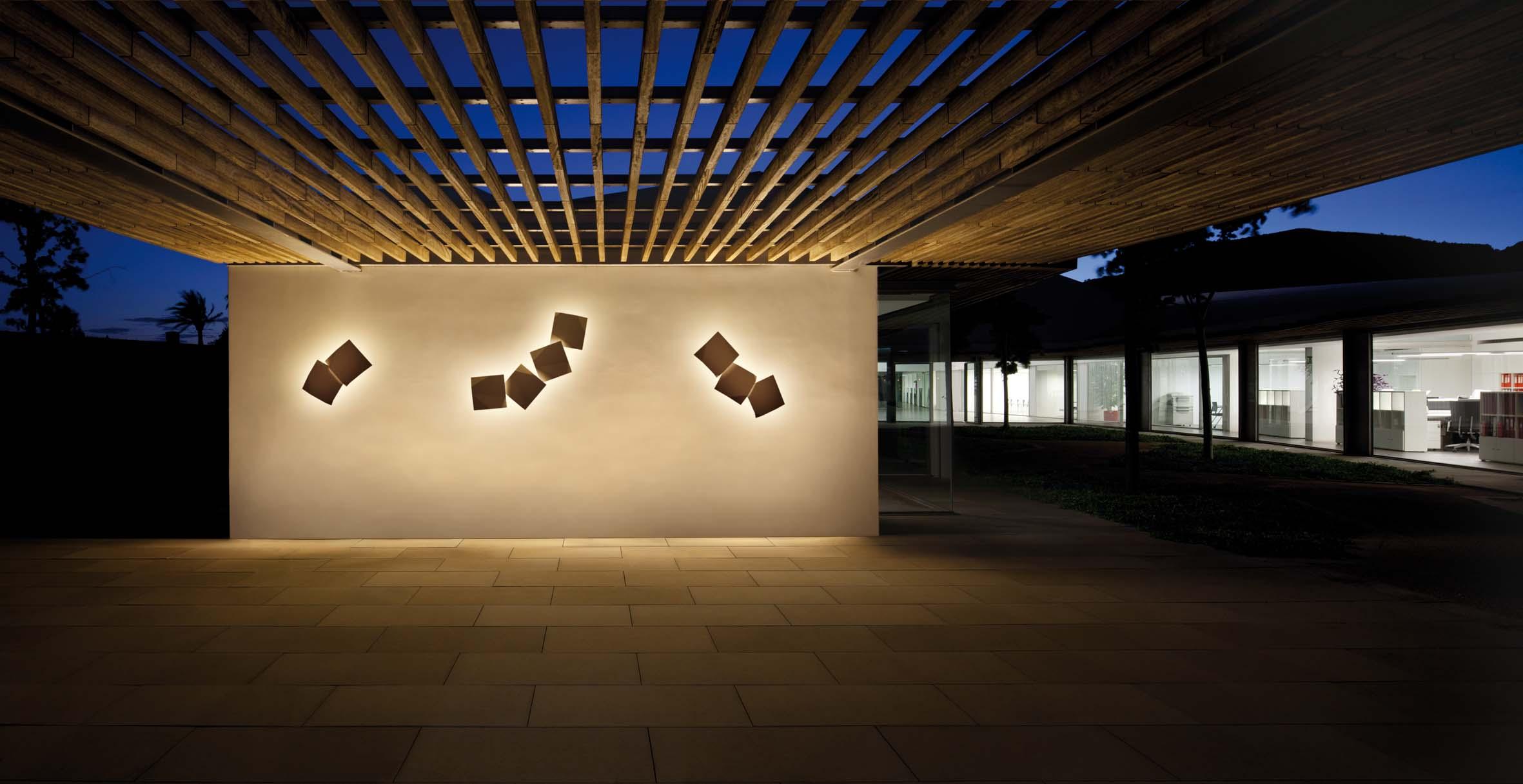 Iluminaci n de dise o decorativa y moderna gunni trentino - Iluminacion de exterior ...