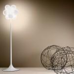 Lámpara moderna de pie blanca DeMajo