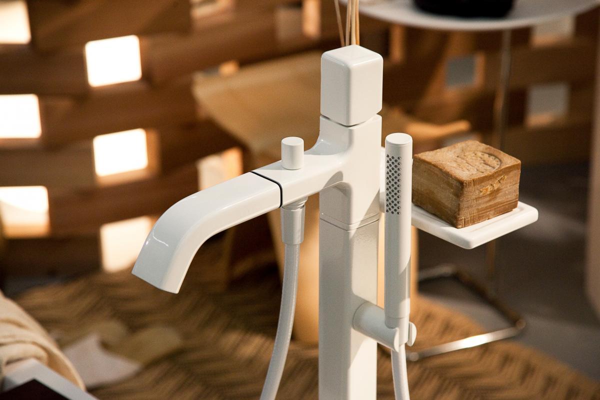 Cabinas De Ducha Kos:La colección Faraway incluye griferías modernas lacadas en blanco