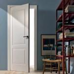 Lacada y con moldura, puerta batiente modelo Radar