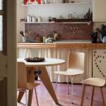 Mesa de comedor Guéridon de Jean Prouvé y sillas Hal, Vitra