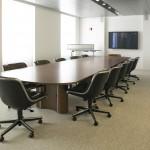 Mesa de reunión Propeller y sillas ejecutivas Pollock