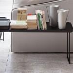 Mesas auxiliares modernas con sobre de madera modelo Torei de Cassina