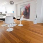 Pavimento de listones de madera de Teca cepillada