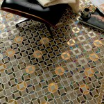 Pavimentos de mosaico con acabados metalizados