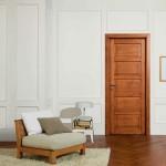 Puerta clásicas con molduras acabado natural