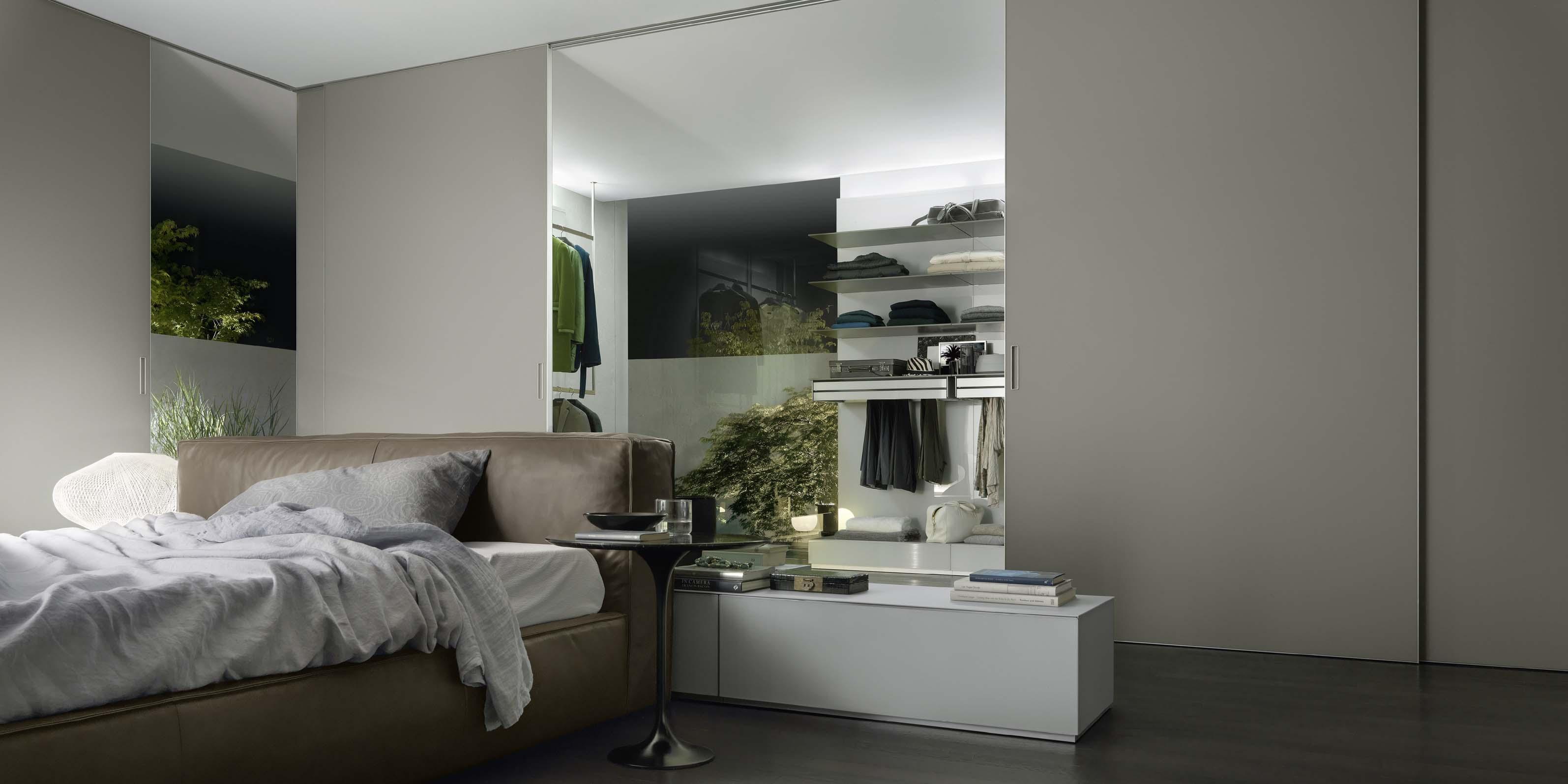 puertas correderas de suelo a techo en vestidor comunicado con el dormitorio
