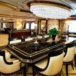 Sala de juntas con mobiliario clásico de lujo