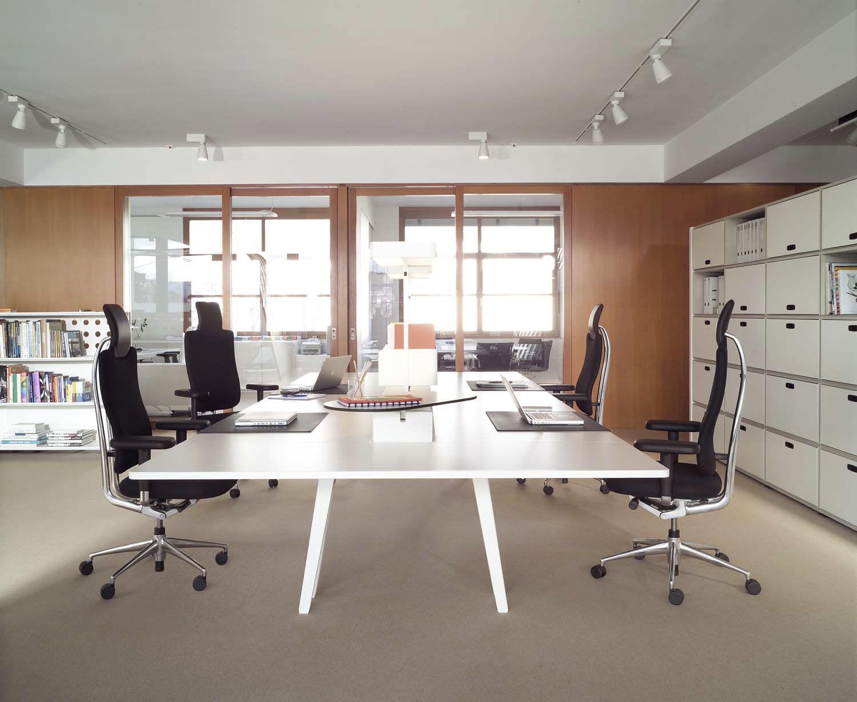 Mobiliario de oficina de dise o y moderno en gunni trentino for Distribucion de oficinas modernas