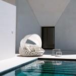 Sofá de exterior con capota serie Canasta de B&B Italia