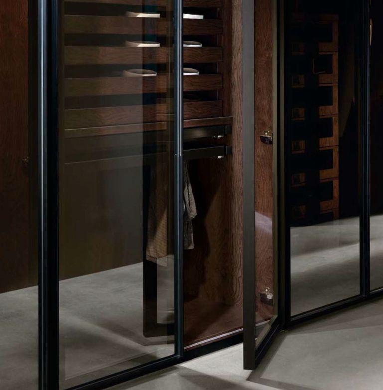 puerta con marco de aluminio anodizado y tirador incorporado LOW