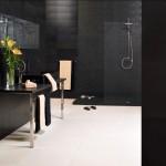 Baño revestido en piedra natural de las colecciones GUNNI&TRENTINO