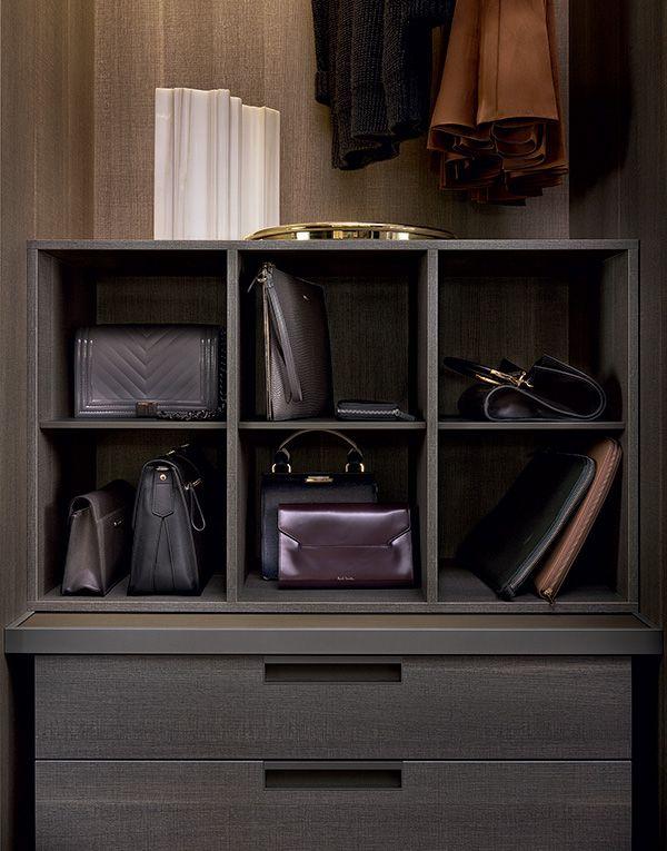 detalle almacenaje bolsos de señora