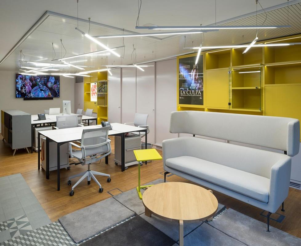 Oficina de Lujo con Muebles de Diseño por Gunni & Trentino