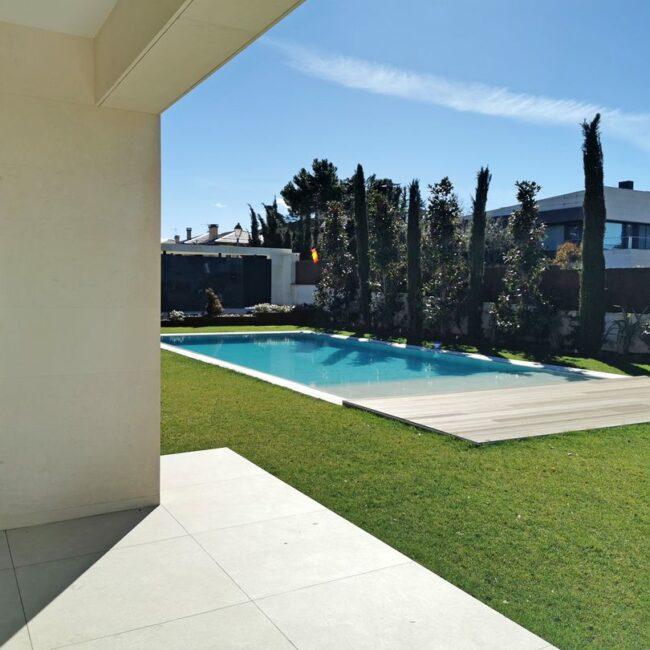 Mobiliario de diseño para este residencial de lujo en Madrid