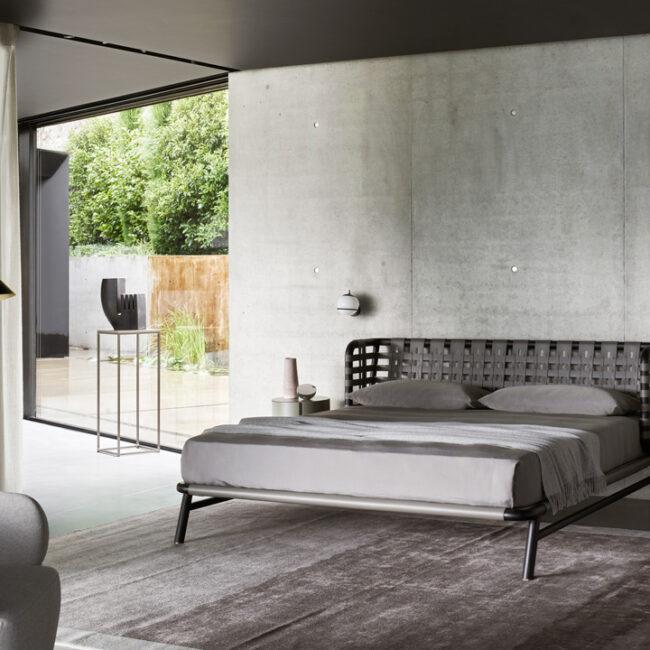 cama echoes de meridiani en dormitorio de diseño